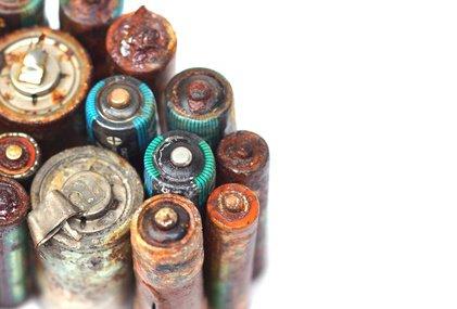 Was sie im Umgang mit Batteriesäure beachten sollten