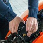 Die Motorradbatterie überwintern